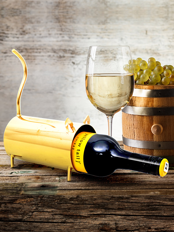 Golden Mouse Frame Wine Holder